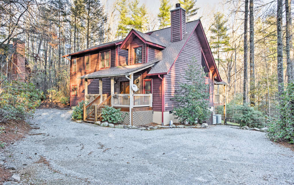 3BR Sapphire Cabin W/Beautiful Forest Views!