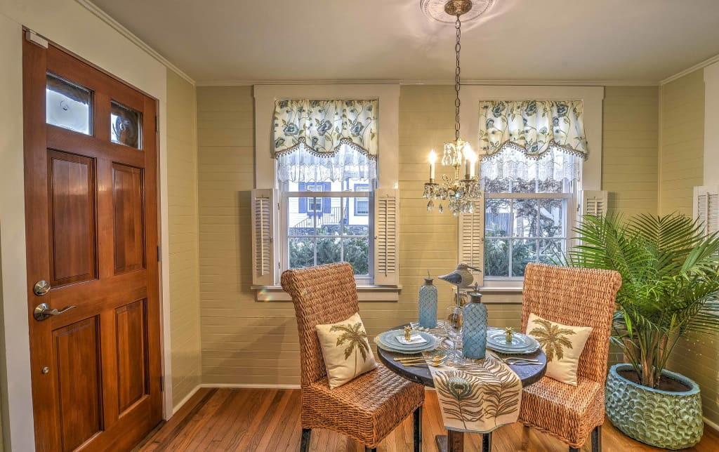 Cozy 2 BR Newport Cottage   Mins From Beach!