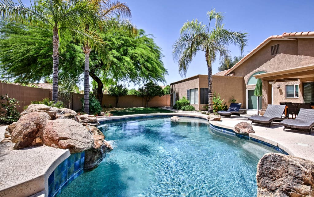 Phoenix House W Private Heated Saltwater Pool