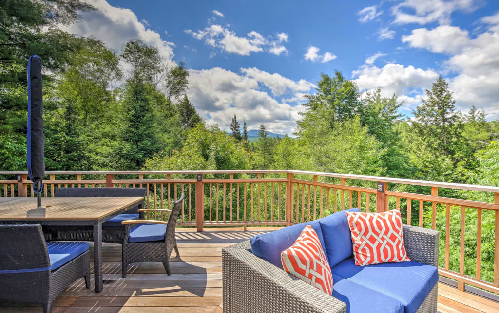 Stowe Home w/Gourmet Kitchen+Large Deck w/Mtn View