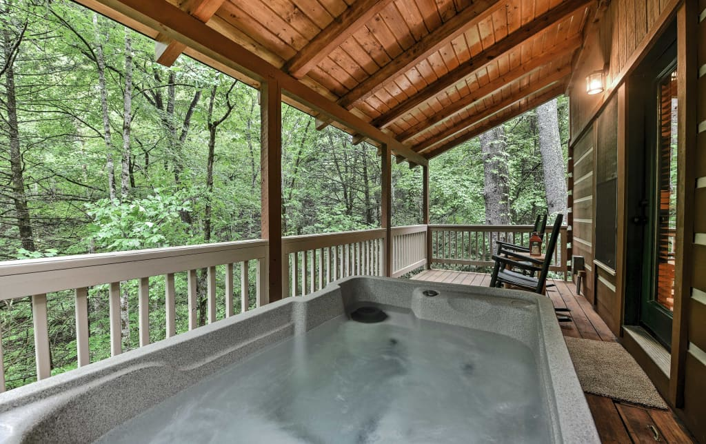 Pigeon Forge Cabin w/ Private Deck & Hot Tub!