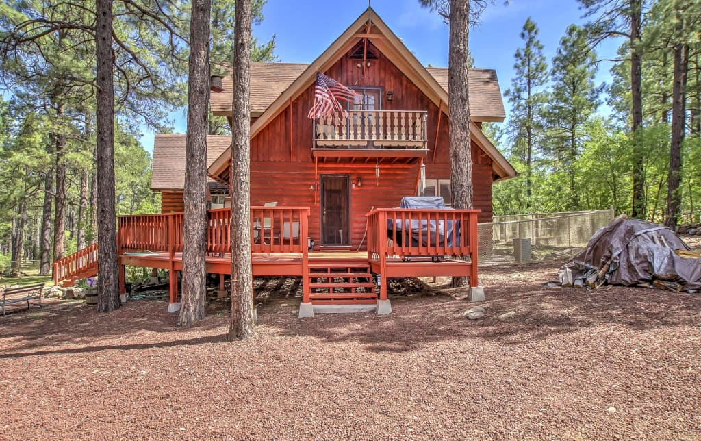 rentals is located variety cabin mountains all of cabins a resort white an we arizona season pinetop in lakeside center place the offer at