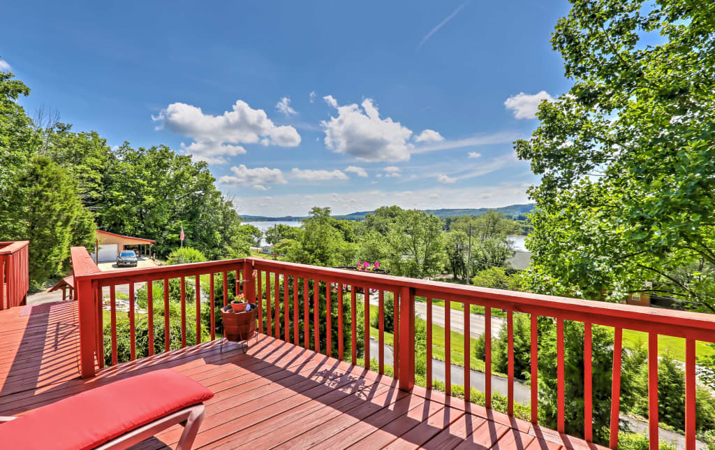 Vevay Home w/Large Deck Overlooking the Ohio River