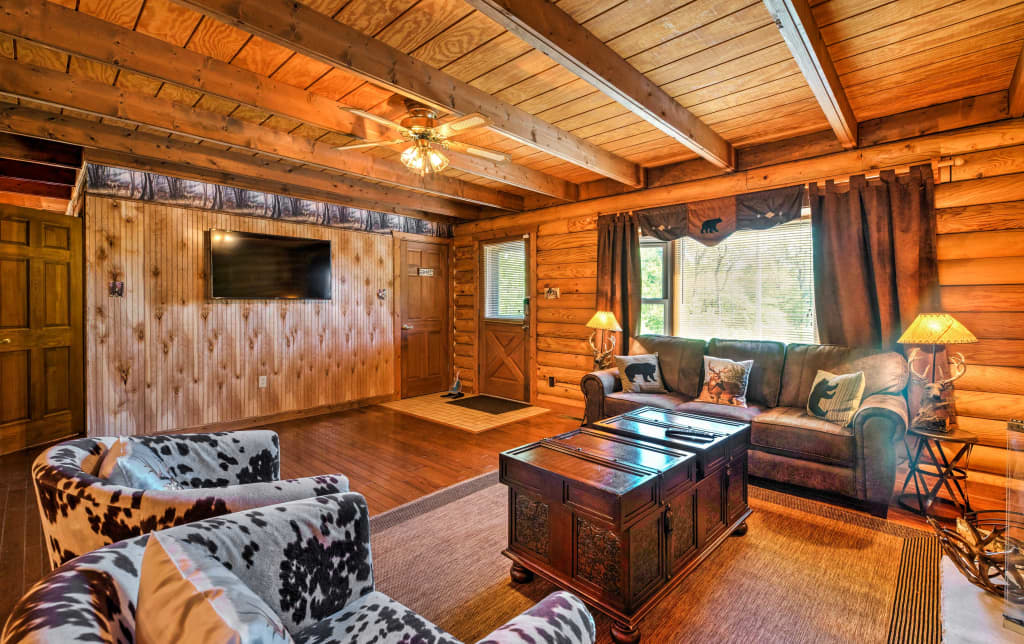Remarkable Poconos Cozy Log Cabin W Majestic Backyard Interior Design Ideas Inesswwsoteloinfo
