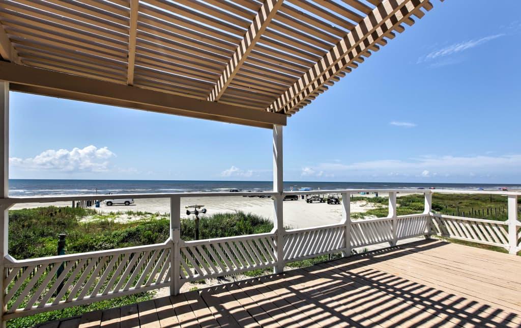 Galveston Beachfront House w/Ocean Views From Deck