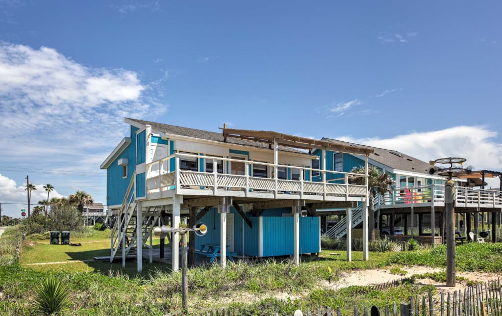 Galveston Beachfront House w/Ocean Views From Deck