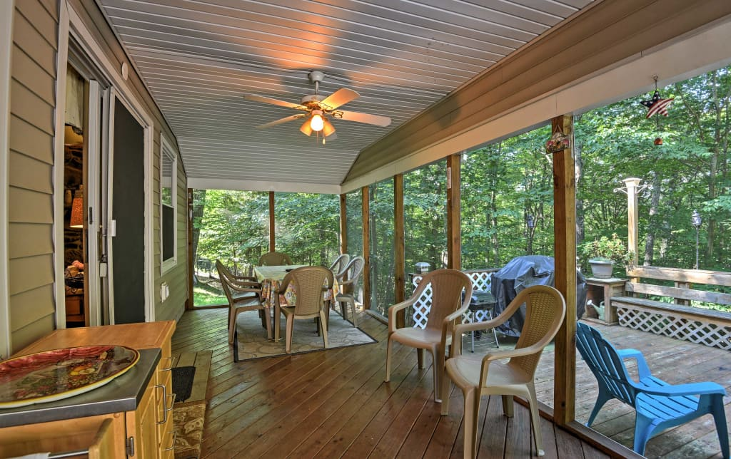 Enjoyable Peaceful Home W Deck Near Lake Wallenpaupack Interior Design Ideas Gentotthenellocom