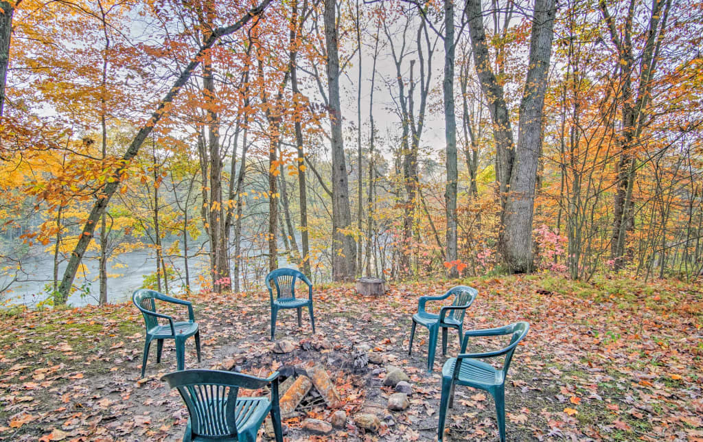 Secluded Fremont 3BR Cabin on Muskegon River!