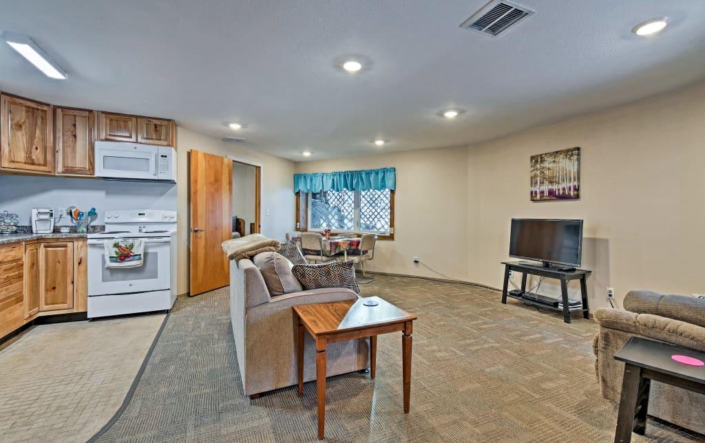 Amazing Charming Fairbanks Apartment 10 Mins To Downtown Inzonedesignstudio Interior Chair Design Inzonedesignstudiocom