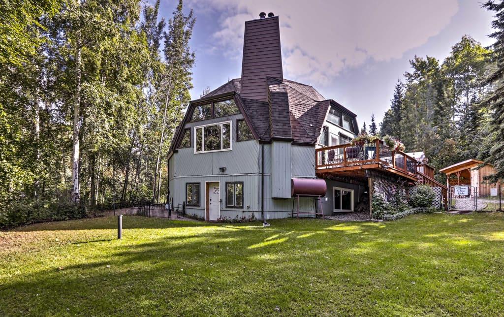 Pleasing Charming Fairbanks Apartment 10 Mins To Downtown Inzonedesignstudio Interior Chair Design Inzonedesignstudiocom
