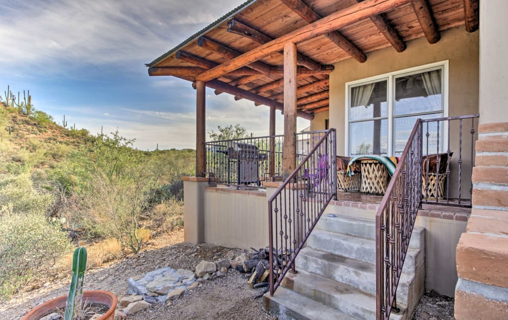 El Diamonte\' Tucson Home w/ Mtn Views & Jacuzzi!