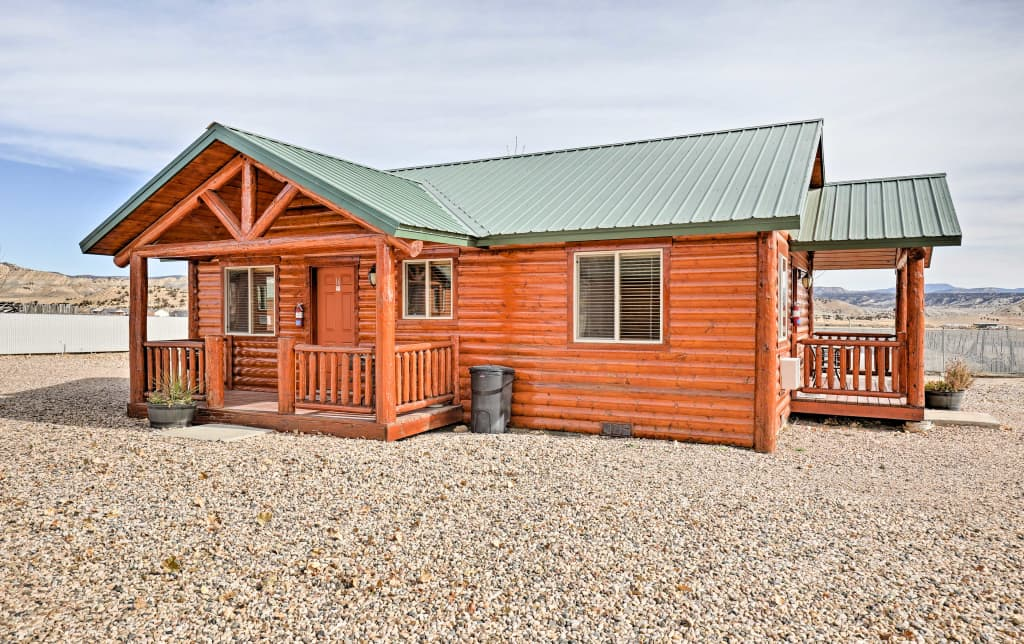 2BR Tropic Cabin W/Porch   Near Bryce Canyon!