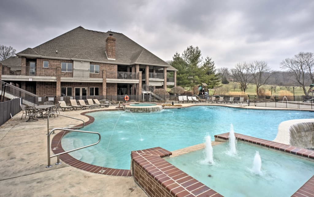 NEW Massive 6BR Nixa River Home wPool Tiki Bar