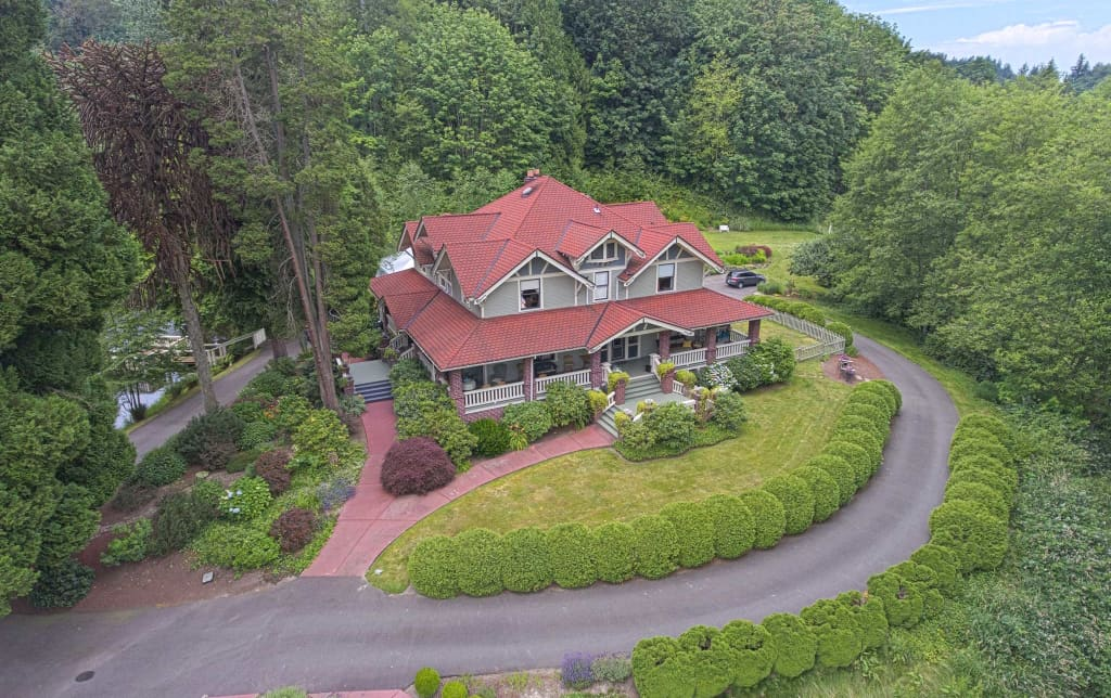 5BR Auburn House On 37 Acres W/Private Lake!
