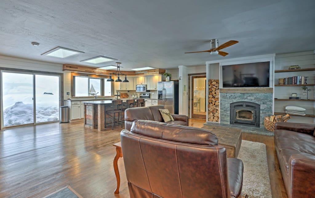 Cozy McCall Home w/Hot Tub -Walk to Payette Lake!