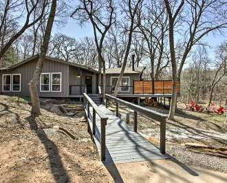 NEW Rustic Cabin W/Huge Deck Mins From Lake Texoma