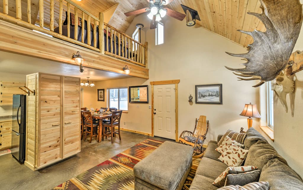 NEW! 'Chinook Cabin' - 10 Mins to Spirit Lake!