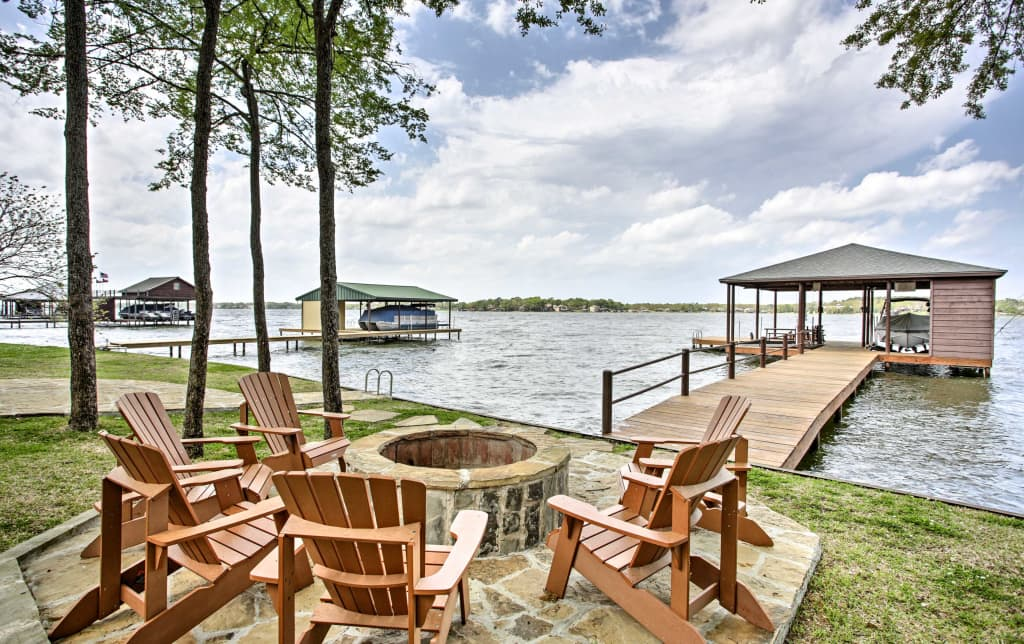 Remarkable Malakoff Home W Deck Fire Pit On Cedar Creek Lake Home Interior And Landscaping Transignezvosmurscom