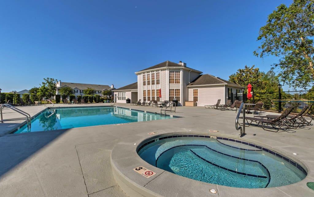 Gulf Shores Condo - Patio & Pool - 2 Mi to Golf!