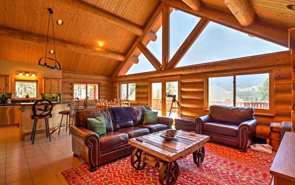 Bearadise Cabin w/ Mtn Views - Near Hiking!