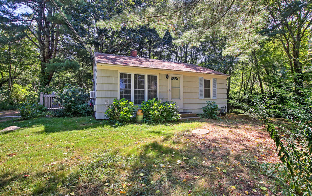 Groovy New Peaceful Home 3 Miles To Narragansett Beach Home Interior And Landscaping Ferensignezvosmurscom