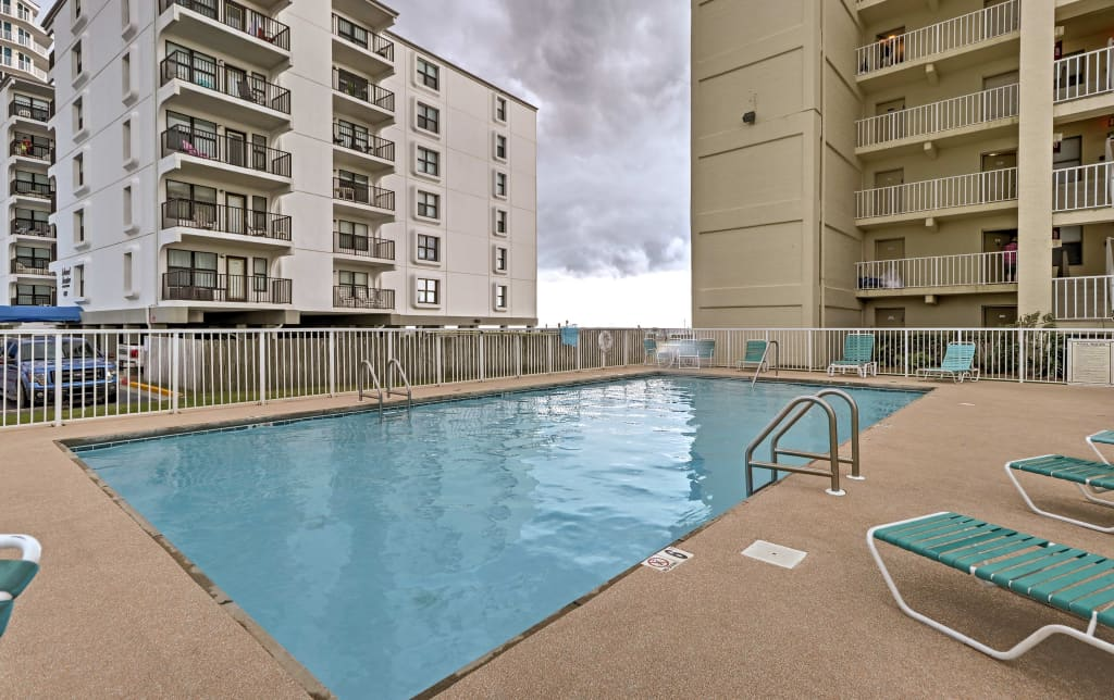 NEW-Oceanfront Gulf Shores Condo w/Community Pool!