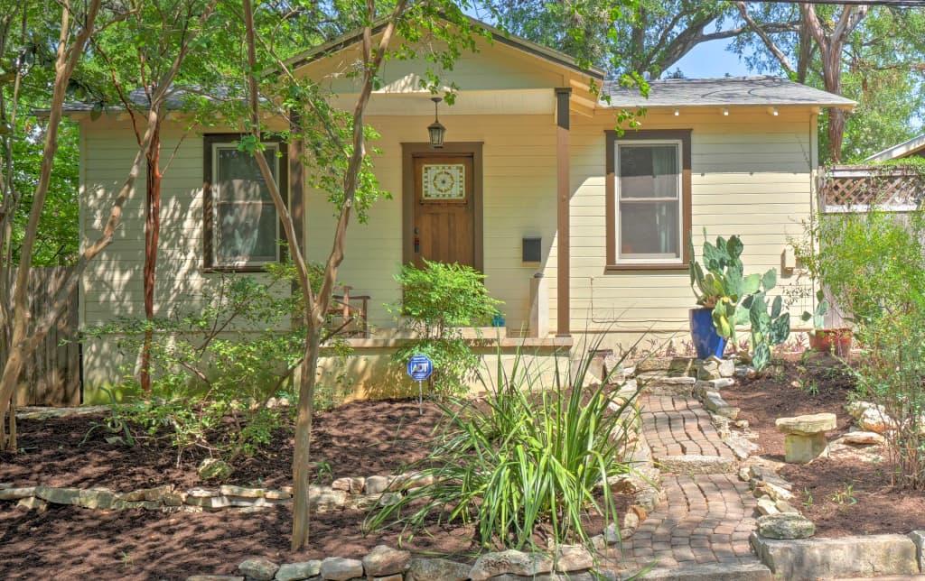 Quaint Austin Home W/ Screened Porch U0026 Patio!
