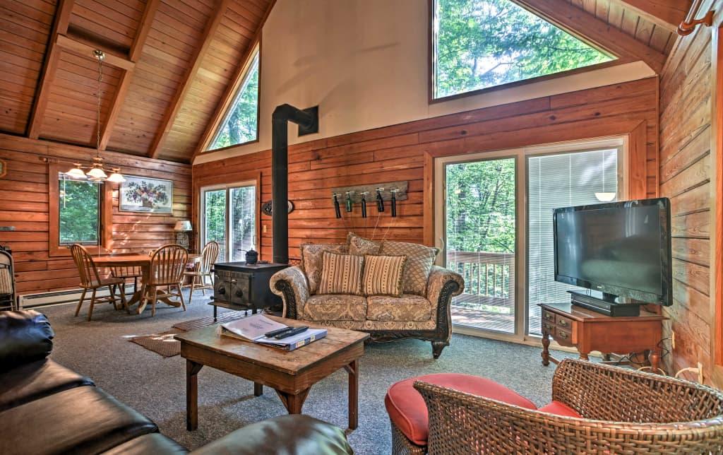 78be5e77e68ee Wintergreen Home w Deck - Near Skiing   Hiking!