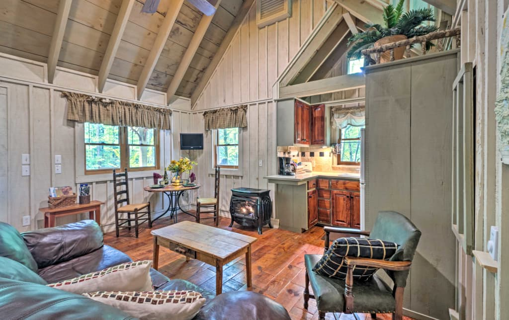 New Cozy Creekside Cabin By Table Rock State Park