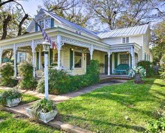 New Large Fredericksburg Home 1 5 Block To Main St