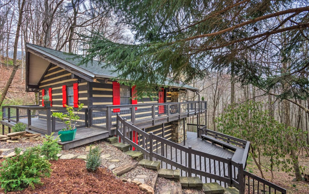NEW! Pet-Friendly Cabin w/ Decks & Mountain Views!