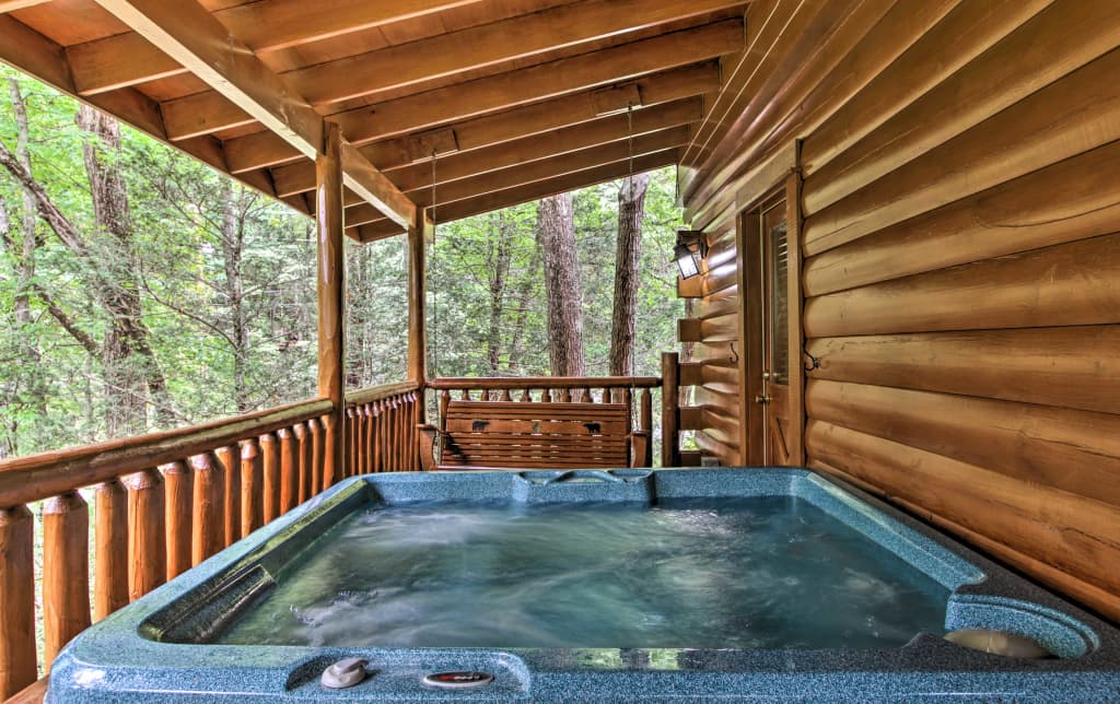 NEW! Romantic Pigeon Forge Log Cabin w/ Hot Tub!