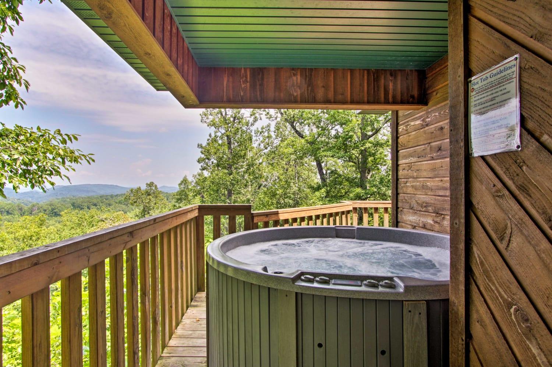 Romantic Gatlinburg Area Cabin w/ Views & Hot Tub!