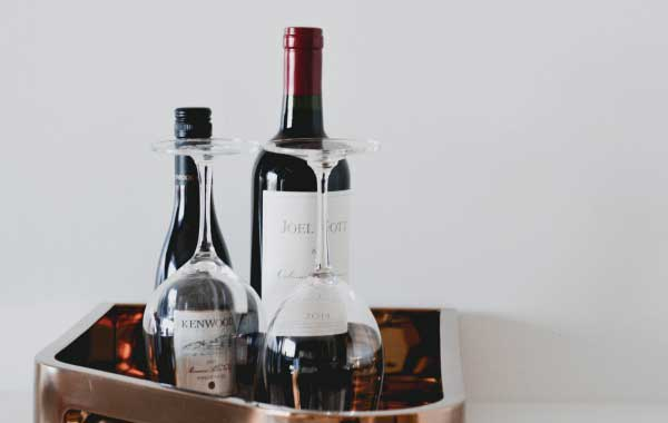 Refreshments like wine or beer are great gifts for airbnb guests