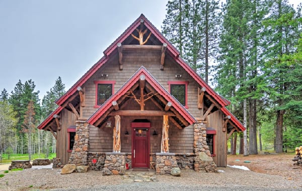 Log cabin vacation rental with stone accents in Oregon