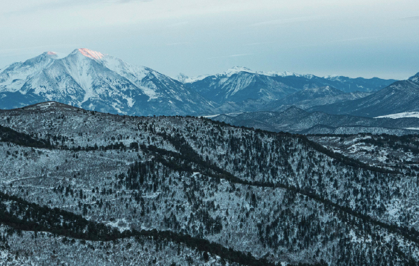 The mountains of Glenwood Springs, CO are a playground and perfect place to stop on your Colorado family road trip.