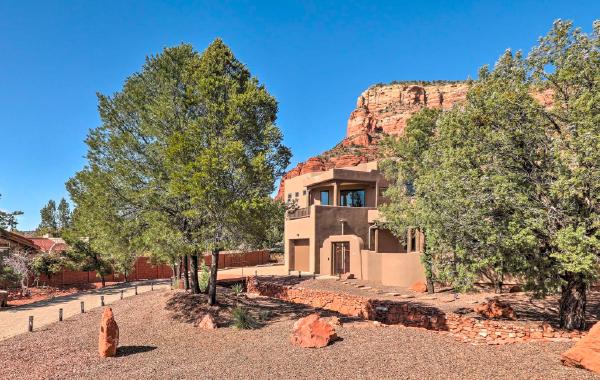 Scenic Sedona, Arizona home with stunning desert views