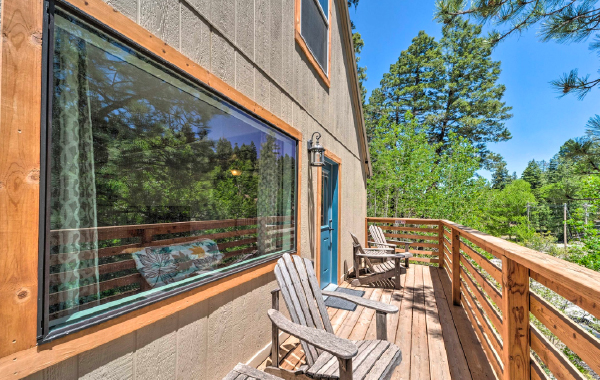 The deck of a Cloudcroft, New Mexico vacation rental