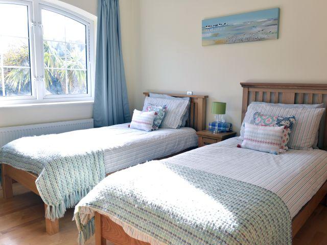 Twin bedroom in Sea Salt