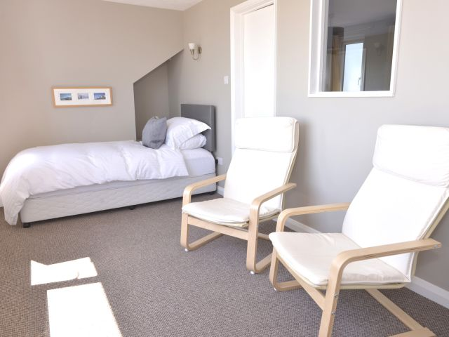 Twin bedroom off master room