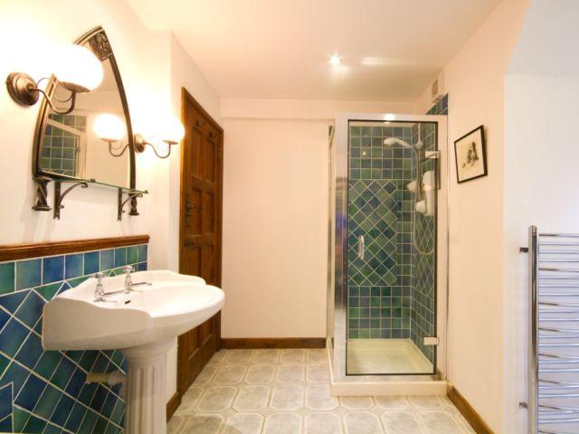 Bathroom upstairs to shower