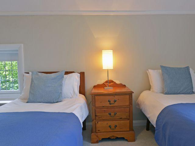 Twin bedroom of Coachman's Cottage