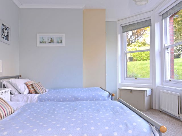 holiday accommodation eastbourne bedroom