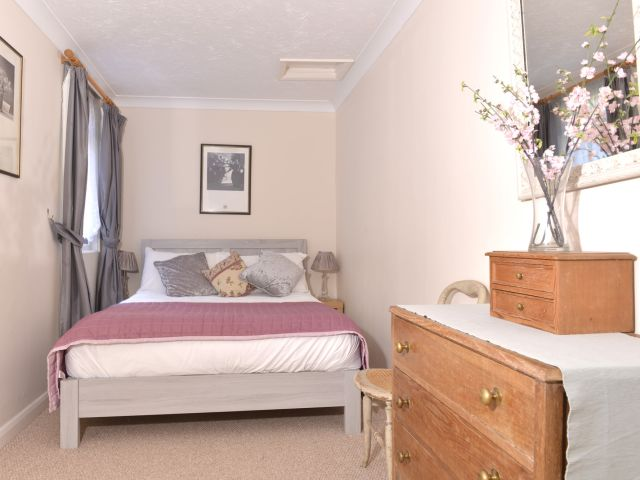 holiday accommodation eastbourne double bedroom