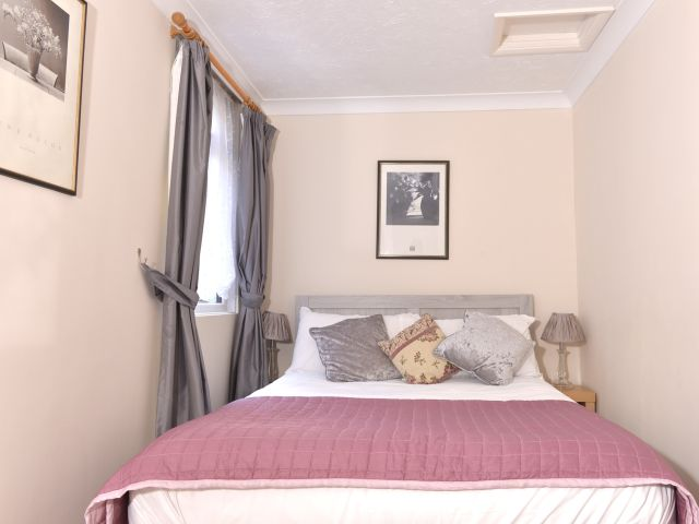 holiday accommodation eastbourne double bed