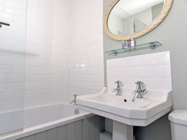 holiday accommodation eastbourne bathroom