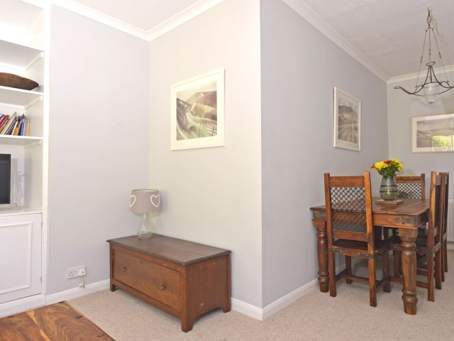 holiday accommodation eastbourne dining table