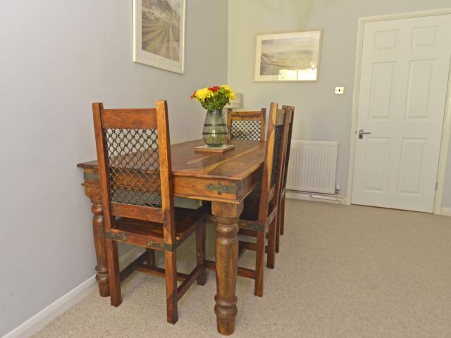 holiday accommodation eastbourne table and chairs