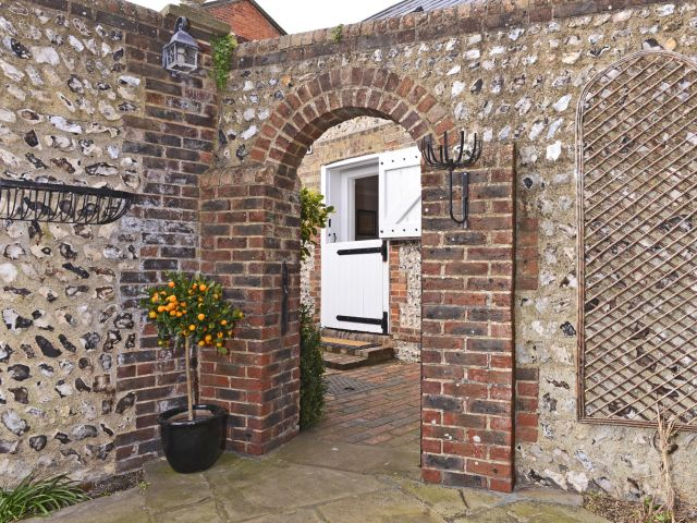 Through the archway to Vine Cottage
