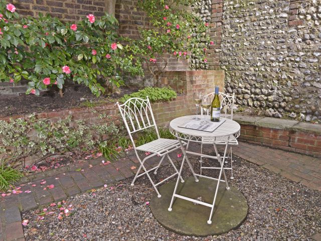 Private courtyard of Vine Cottage
